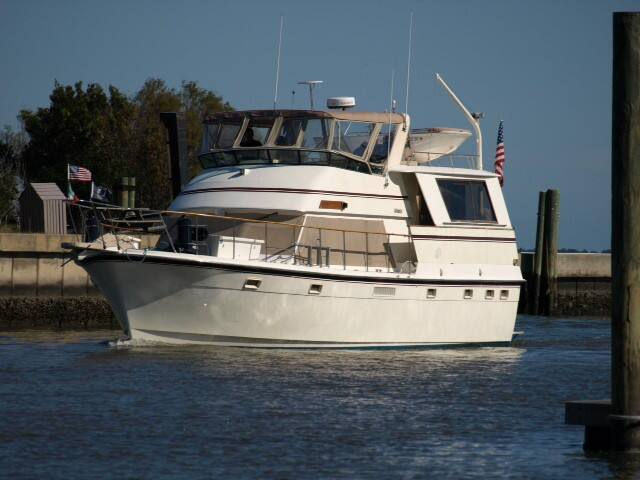 Luxury Yacht docked on Waterfront - Manteo - Boat