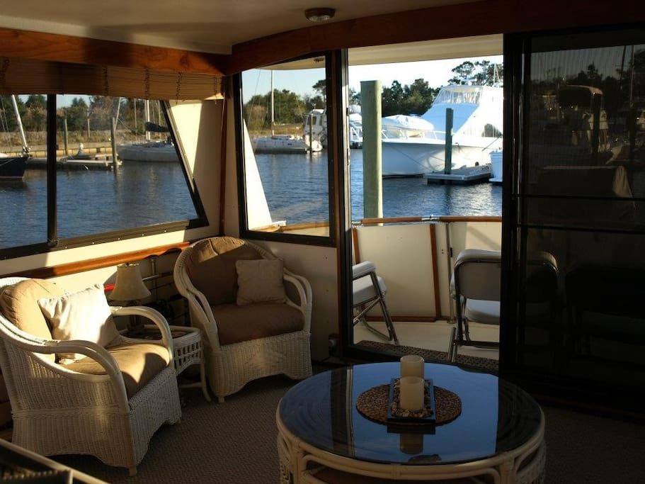 Large aft sunroom