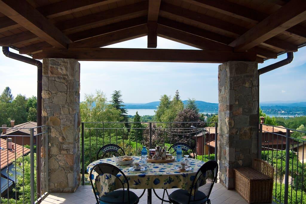 Relaxbarasso - breakfast outdoors
