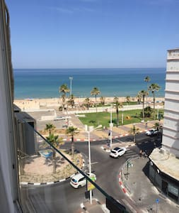 Fabulous Beach Front - 3 Room 70m² Apartment - Bat Yam - Apartamento