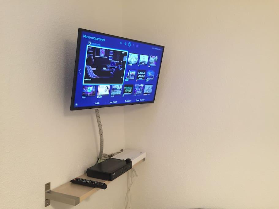 Tv haute définition avec box internet.