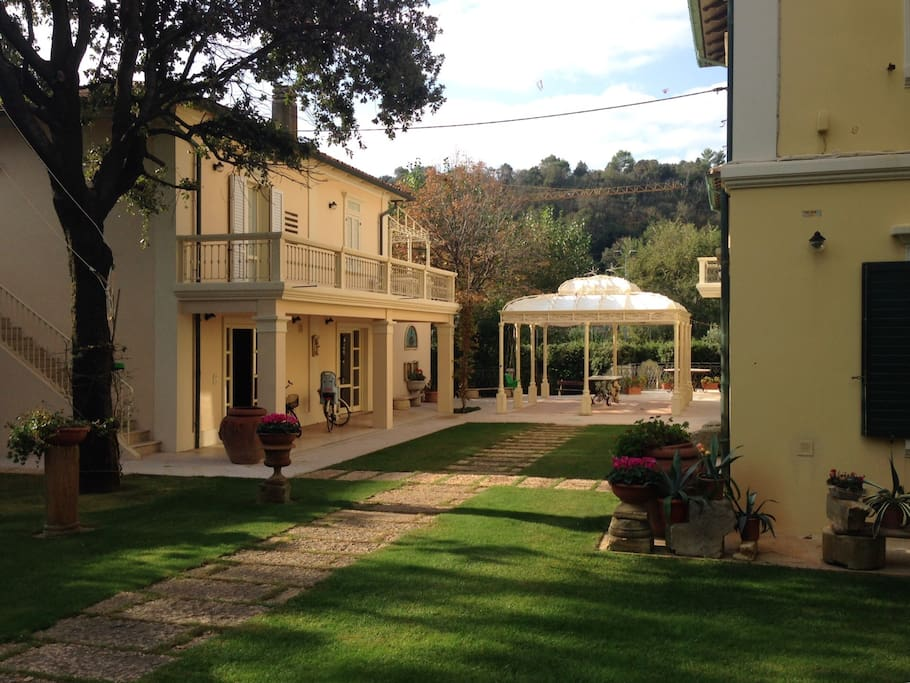 La villa, la depandance a  sinistra, il giardino; the villa, the depandance on the left , the garden;