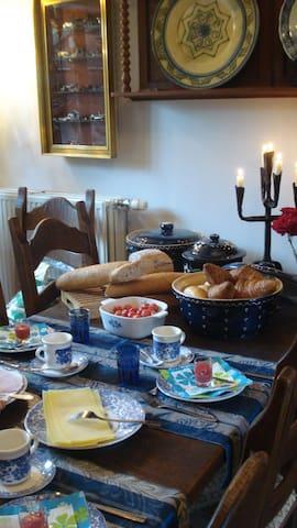 Kamer Kisha - Damme - Inap sarapan