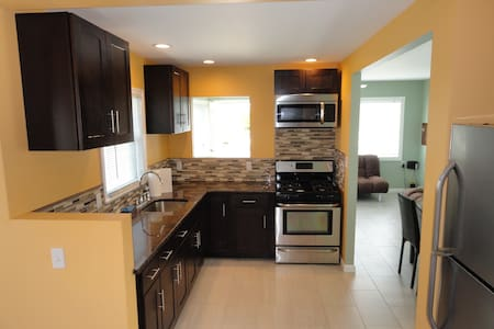 Newly Renovated-2 BR 1 BA House - 씨사이드 하이츠(Seaside Heights)