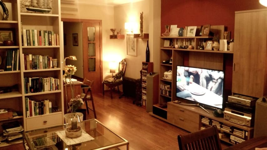 SUITE ROOM WITH PRIVATE BATHROOM - Granollers - Apartament