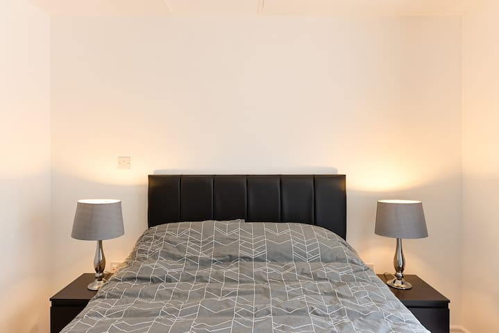 Central Brand New Apartment - Maidenhead - Apartment