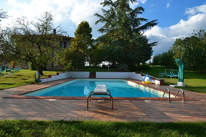 Appartamento piccolo con vista a 15km da Siena