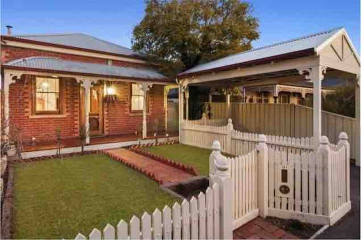 Inner City Bendigo Cottage