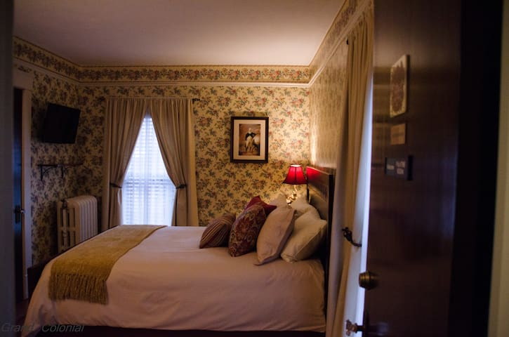 Exceptional Herkimer Bed and Breakfast- Queen Bed