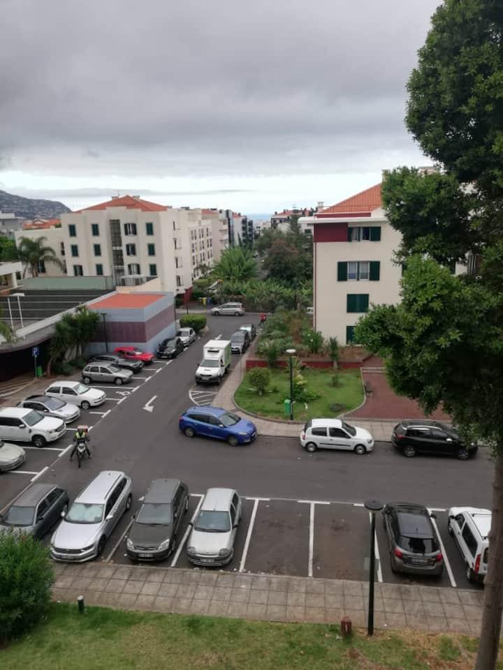 Quarto priv 2 pessoas no centro da cidade-Funchal