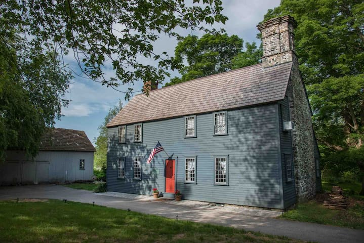 Step back into the 17th Century! - Cranston - Hus