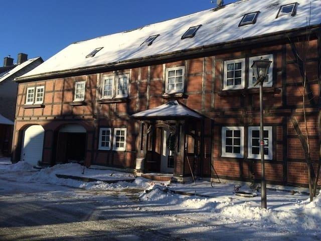 Groot & gezellig vakantiehuis 12-16 - Willingen (Upland) - Casa