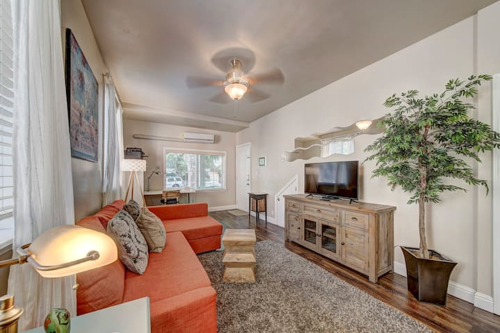 Newly remodeled with a great open concept design. Step out your front door and a short walk to a bunch of near by cafe, restaurant, and entertainment options!