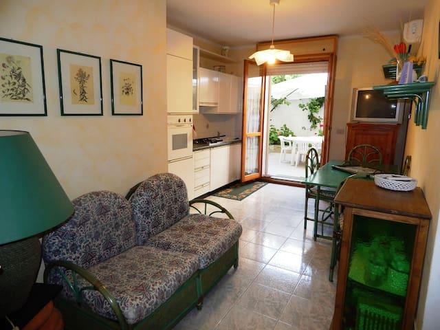 Trilo Kennedy:three-room apartment in the center - Alghero - Daire