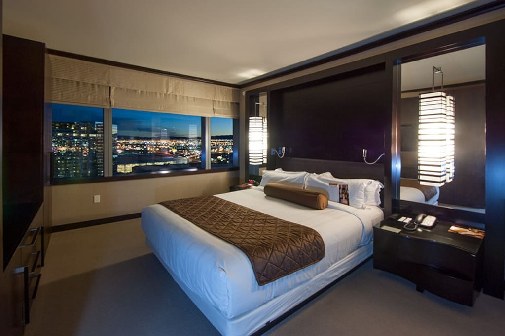 Bedroom with  en-suite bathroom and stunning view