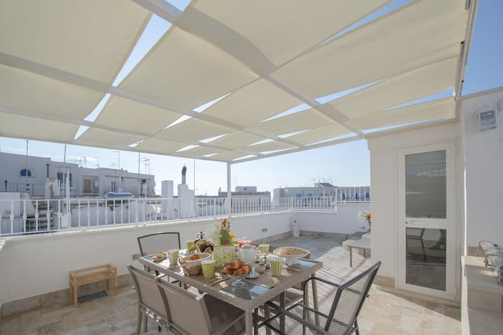 Apartment Leopardi's Alcove with Air Conditioning, Wi-Fi and Large Private Terrace
