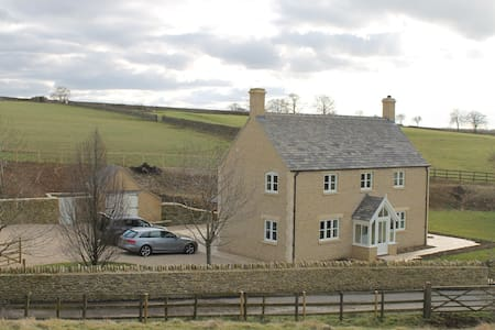 Cotswold farmhouse in rural setting - Long Newnton