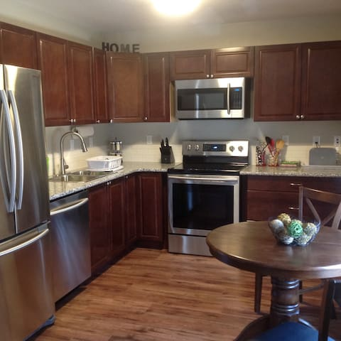 Modern Suite Near River/Downtown - Saskatoon - Wohnung