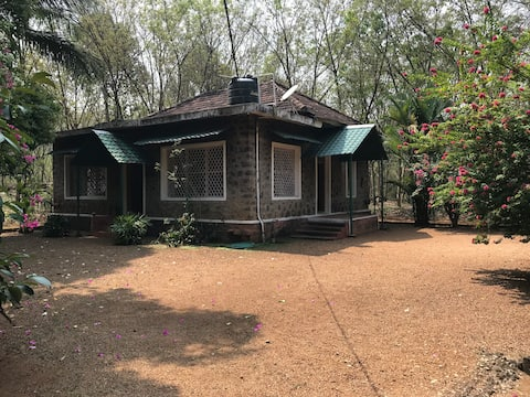 Denner's Villa-A Century old Farmhouse (Thenmala)