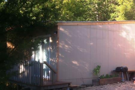 Tiny Cabin Tenkiller Sauna, Fireplace, S'mores pit - Park Hill