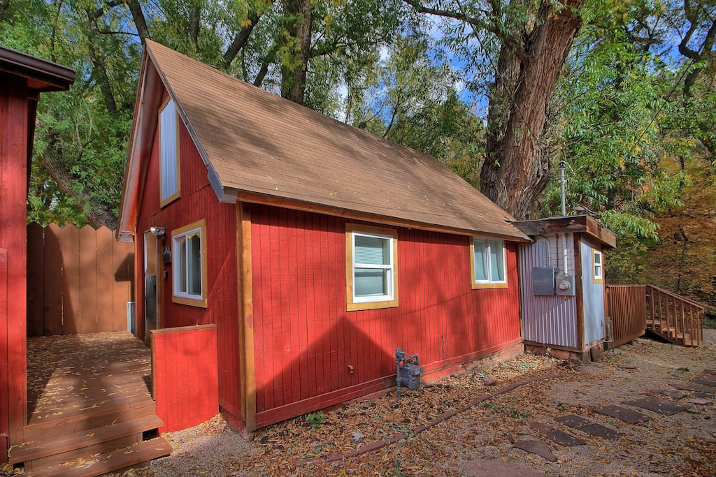 Cabin on the river in downtown manitou springs cabins for Cabin rental colorado springs
