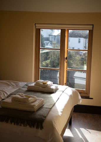 Spacious Double Ensuite Room with River View