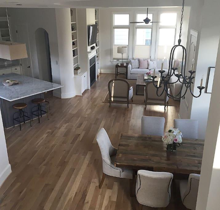 Main floor with open floor plan (floor 2)