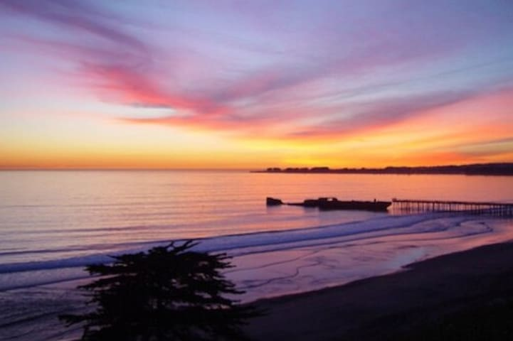 Hillcrest Hideaway- Happy Place to Stay- Sleeps 6