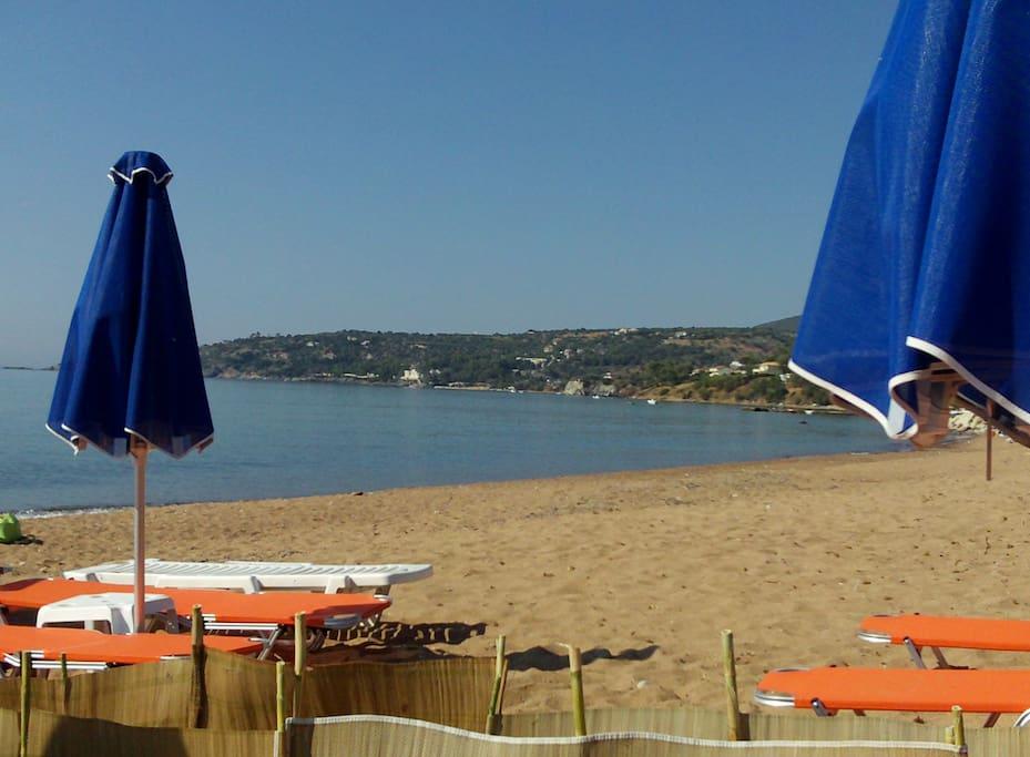 Παραλία Μεμί Απέχει 300 μέτρα από το σπίτι.