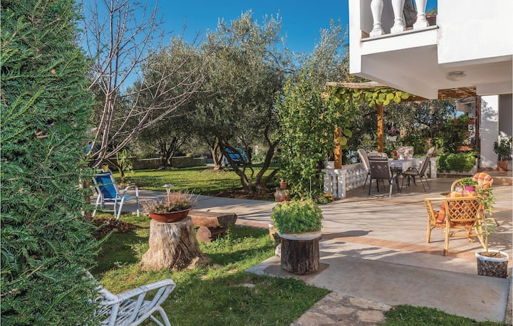Stunning home in Zadar with WiFi and 2 Bedrooms