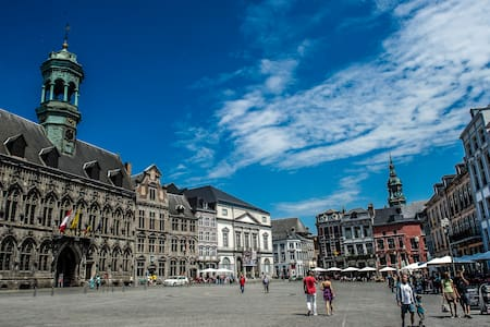 Bel appartement donnant sur la Grand-Place - Mons