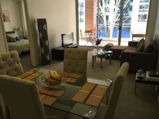 2 BED WITH FREE PARKING NEAR CENTRAL