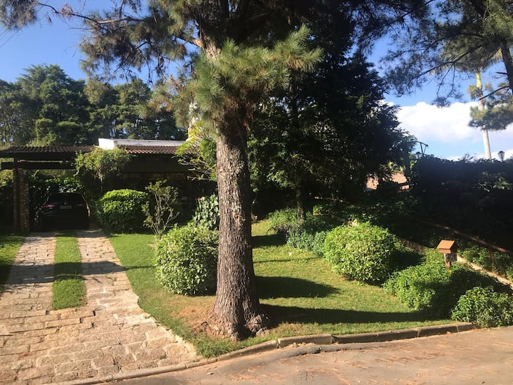 Casa linda em condomínio, a uma hora de São Paulo