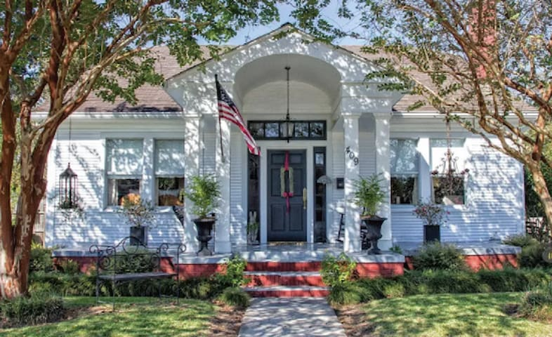 Charming Historic Bungalow- Med students welcome