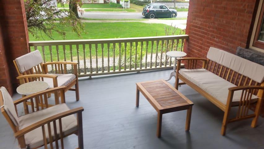 East Side Private Porch 1 Bedroom Condo