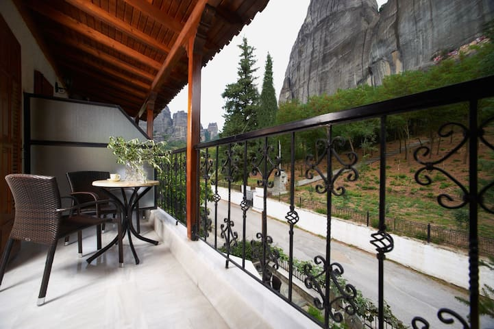 San Giorgio| Double/Twin Room| Meteora View[17 m²]