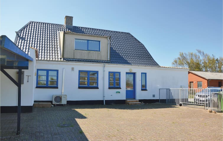 Former farm house with 5 bedrooms on 148m² in Ulfborg