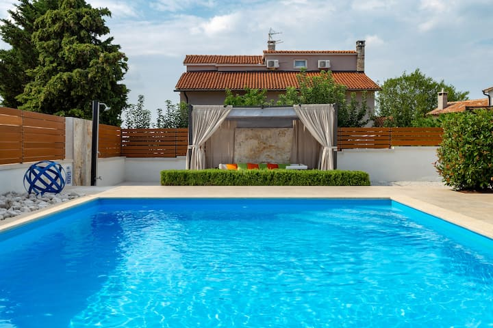 Istria -  rural area, fenced garden and pool