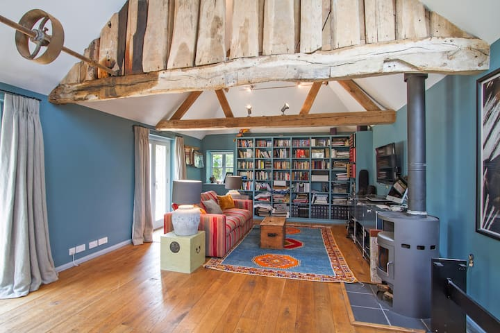 Converted Granary,  South Downs nr Goodwood