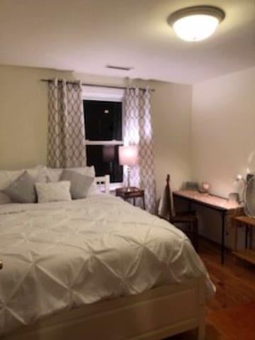 Capitol Hill/Lincoln Park private home