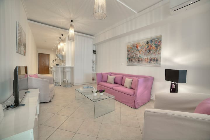 Downtown Glyfada smart apartment