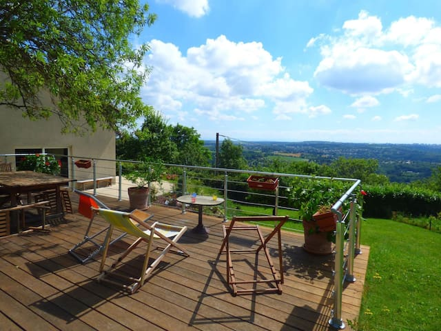 Atypical and quiet house, close to Lyon - Couzon-au-Mont-d'Or - Huis