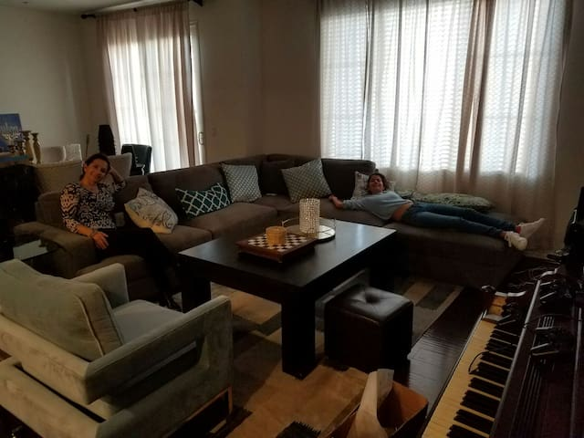 Exclusive well maintained 4br home new Chula vista - Chula Vista, California, US
