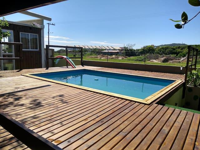 Loft bem equipado com piscina à 200 m da praia