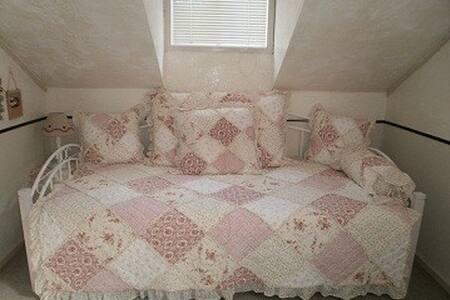 Single room at Julian's Pension-BnB - Fujimi