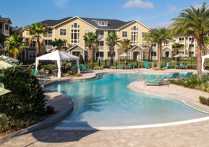 Room in Apartment - Luxury Resort - Tampa - Lejlighed