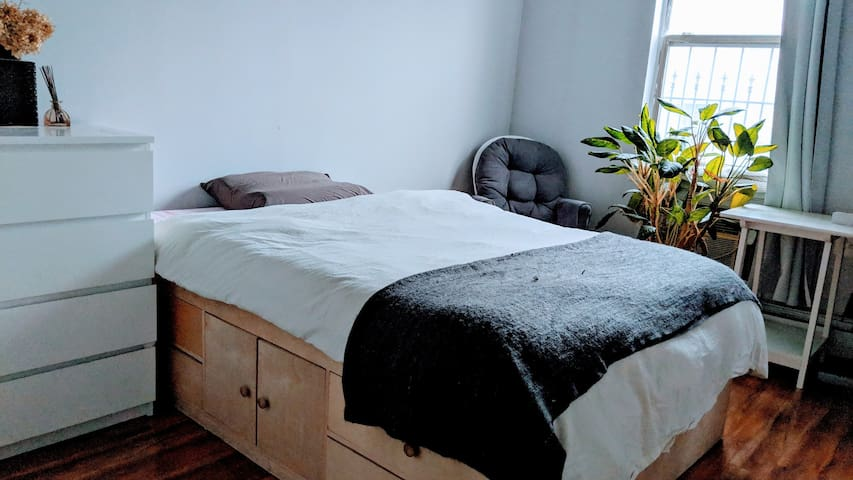 BedStuy cozy + convenient private room and bath