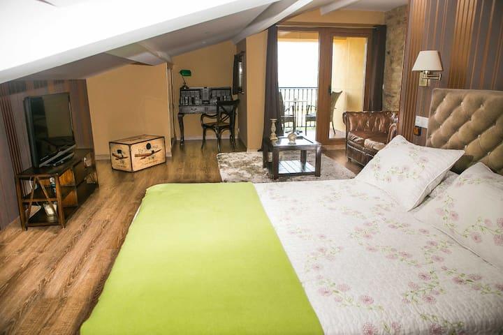 Habitación con balcón privado y piscina común - Vedra - Hus