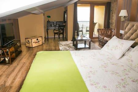 Habitación con balcón privado y piscina común - Vedra - Casa