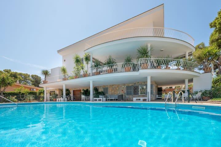 Spacious house with pool and sea view - Casa Son Veri de la Marina